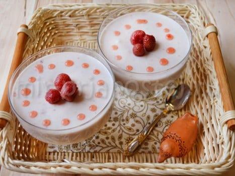 Десерт из клубники и сметаны