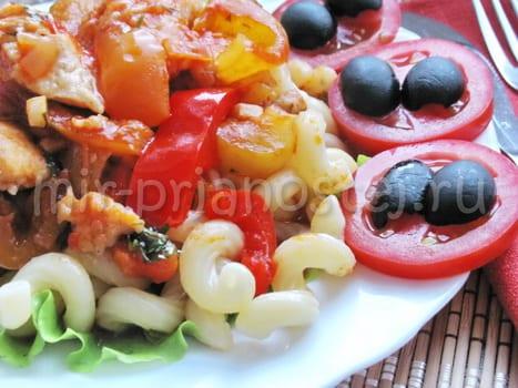 Курица в овощном соусе