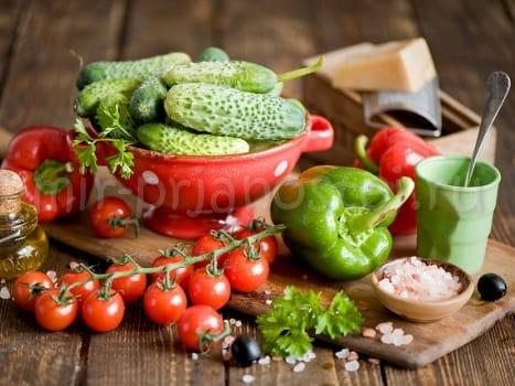Салат консервированный из огурцов и помидоров