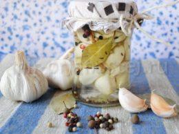 Маринованный чеснок на зиму рецепт
